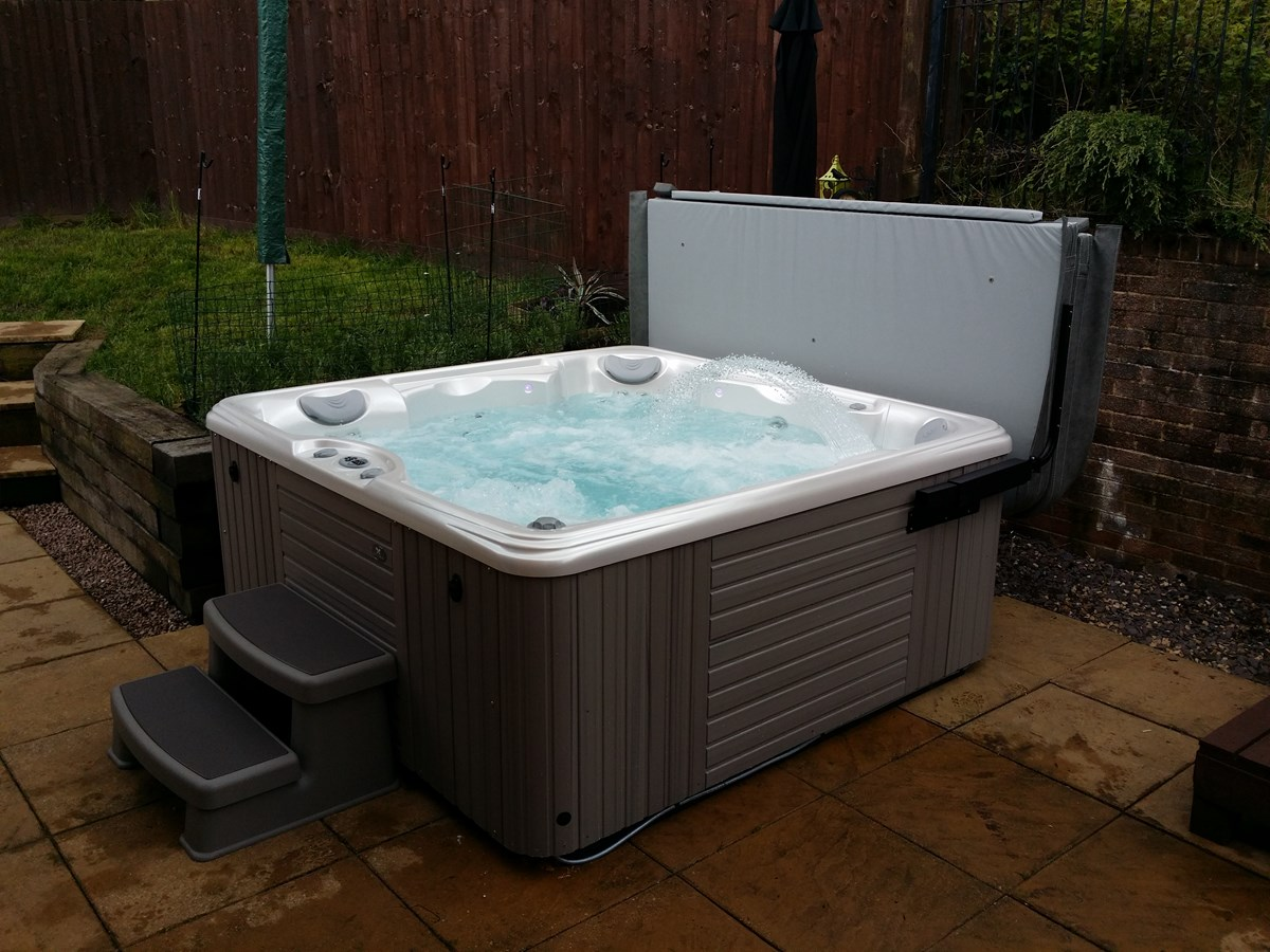 caldera marino hot tub tonyrefail bos leisure. Black Bedroom Furniture Sets. Home Design Ideas
