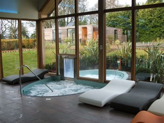 Indoor Outdoor Tiled Spa